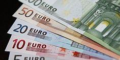 اليورو يرتفع والإسترليني يحقق أعلى مستوى له