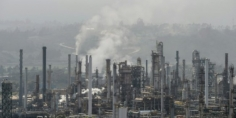 الحرب التجارية بين واشنطن وبكين تلقي بظلالها على أسعار النفط في السوق الأسيوي