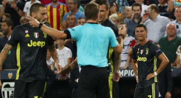 الاتحاد الأوروبي لكرة القدم يجري تحقيقا حول واقعة طرد رونالدو خلال مبارة فالينسيا