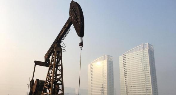 تقلبات في أسعار النفط بين مخاوف نقص الإمدادات الإيرانية وزيادة انتاج أوبك